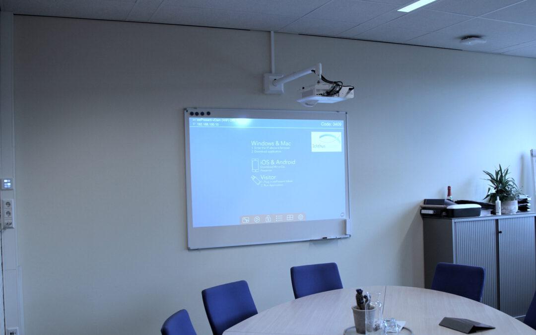 De directiekamers bij het Ichthus College heeft HGT voorzien van moderne AV installaties.